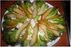 Pear salad with blue cheese